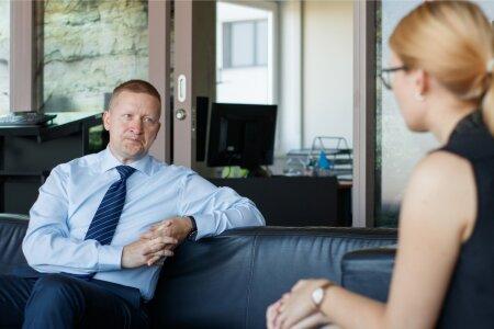 Alo Ivask ütles ajakirjanikule, et EAS-i inimesed peavad ka ise silmad lahti ringi käima, et EAS teadvustaks rohkem, milliseid ettevõtteid nad aidata saaksid.
