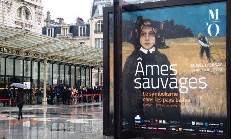 METSIKUD HINGED: Baltimaade sümbolismi näituse avamispäev Pariisis oli vihmane, kuid muuseumi ukse taga järjekorras seisvaid inimesi see minema ei peletanud.