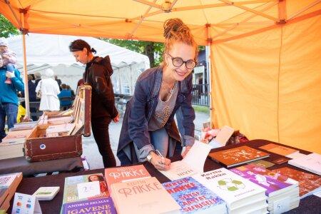 Kerttu Rakke kirjandusfestivalil 2020. aastal.