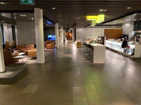 EKSKLUSIIVNE KLUBI: Kliendiga tegelevat personali on HONi lounge'ides tavaliselt rohkem kui kliente.