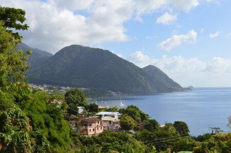Dominica imelised rannavaated.