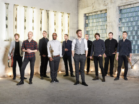 Arvuliselt suurim hulk muusikuid satub lavale 10-liikmelises JT-Conceptionis, mis on bassist Janno Trumpi loomingut ja arranžeeringuid esitav autoribänd.
