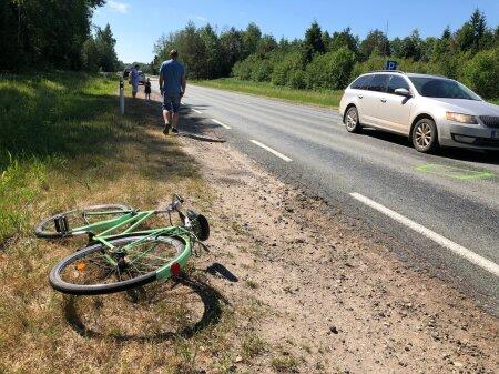 Viljandimaal põrkasid kokku jalgrattur ja auto