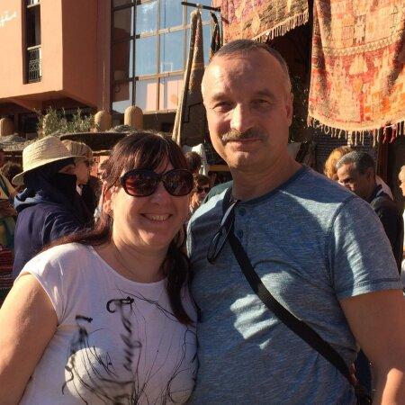 Maalehe reisi võitja Väino Korjuhin ja tema naine Anne Marrakechi turul.