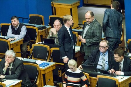 Riigikogu valmistub ööistungiks