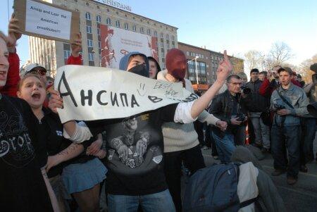 Pronksiöö sündmused polariseerisid ühiskonna ja muutsid vene keelt kõnelevate elanike suhtumise Eesti riiki selgelt negatiivsemaks.