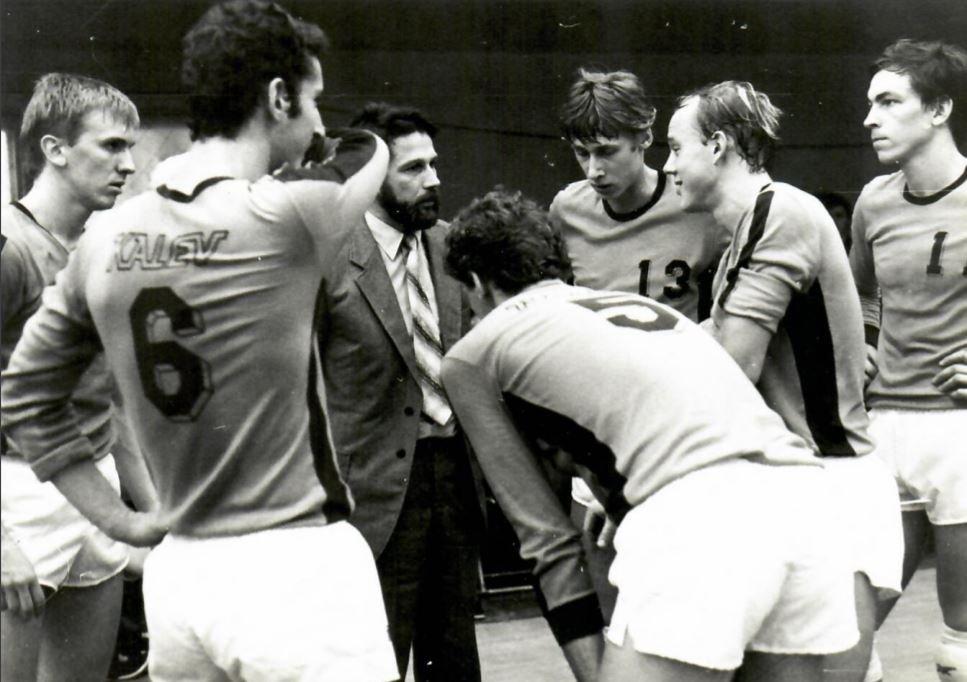 Väikelinna ime – Võru võrkpallurid alistasid 35 aastat tagasi Eesti koondise ja olümpiavõitja Viljar Loori: