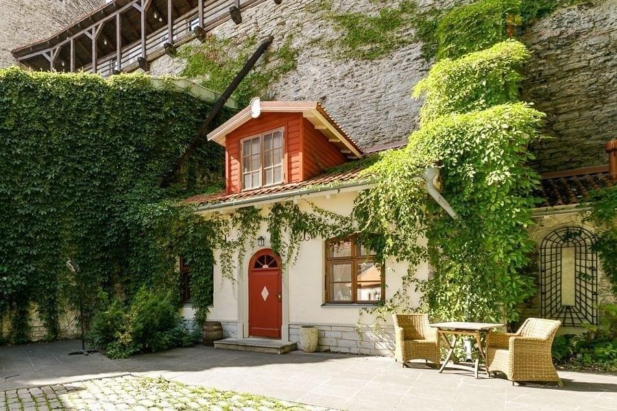 FOTOD   Vanalinnas müüvad põnevaid maju värvika taustaga ettevõtjad