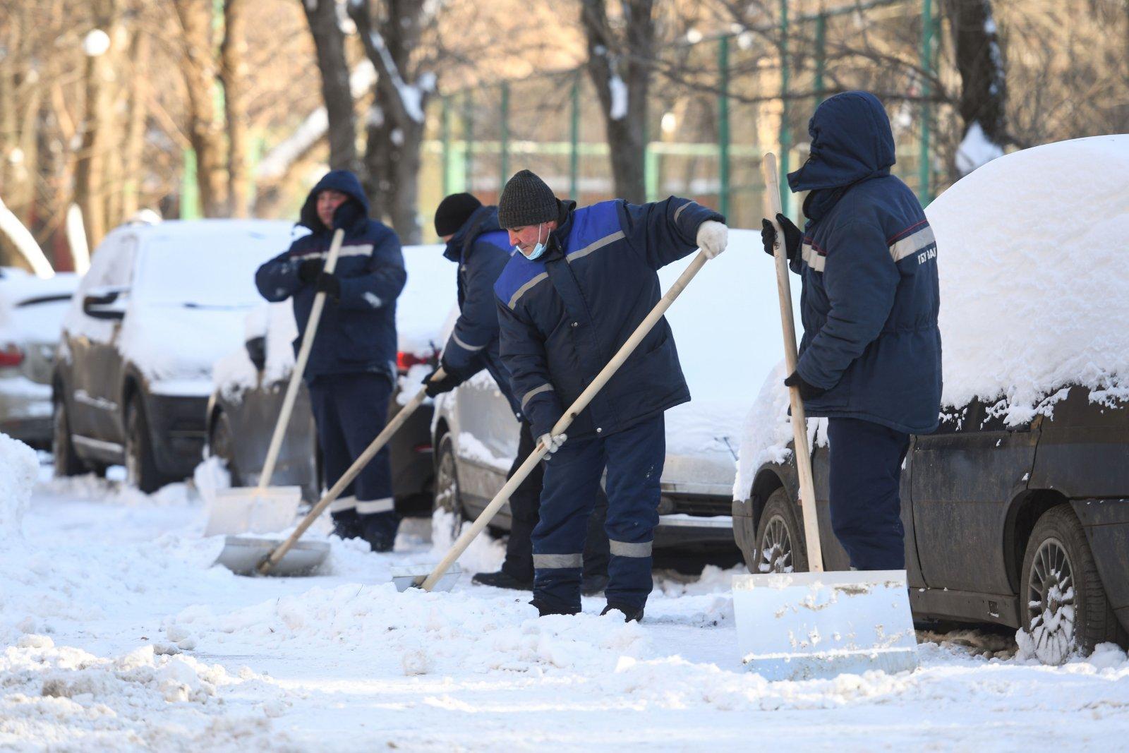 Moskvas suurendati lumekoristusega tegelevate inimeste arvu 80 000-le