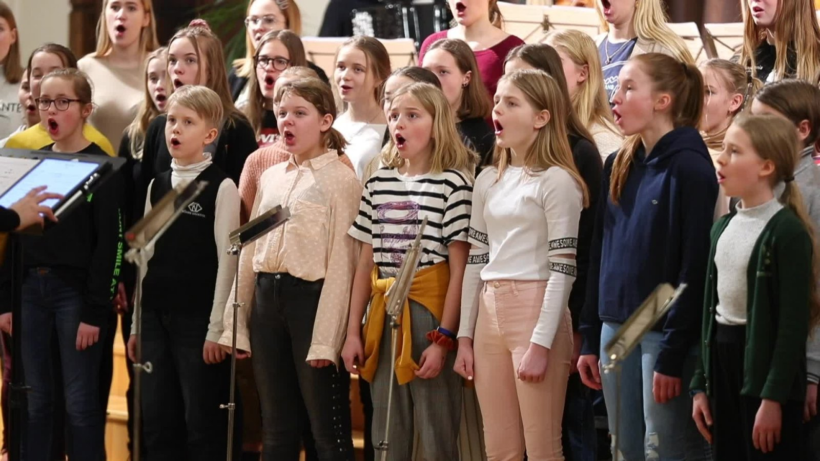 VIDEO:  vaata, kuidas Arvo Pärt käis lastelaulude proovi kuulamas
