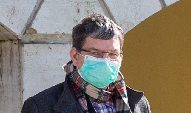 Kuressaare haigla patsientide nõukogu astus välja haigla ravijuhi Edward Laane kaitseks: