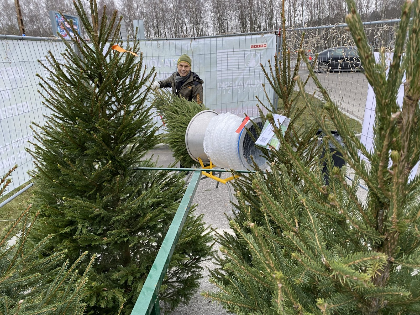 Eestis avati esimesed ööpäev läbi toimivad jõulupuude iseteeninduspunktid: