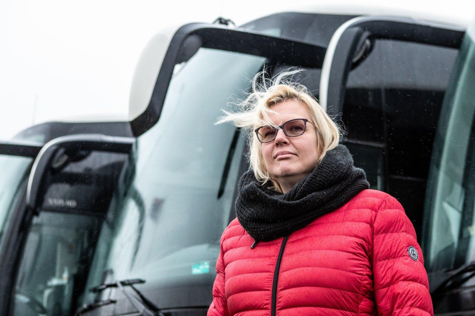 Unustatud ettevõtted tulevad miitingule kümnete bussidega. Nende sõnum:  ohus võib olla ka koolilaste tervis