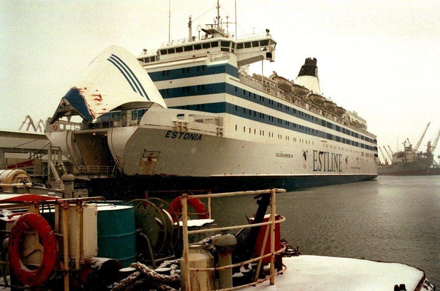 Võitlus uppuvalt laevalt välja saamise nimel:  V-parvel ellu jäänute lugu