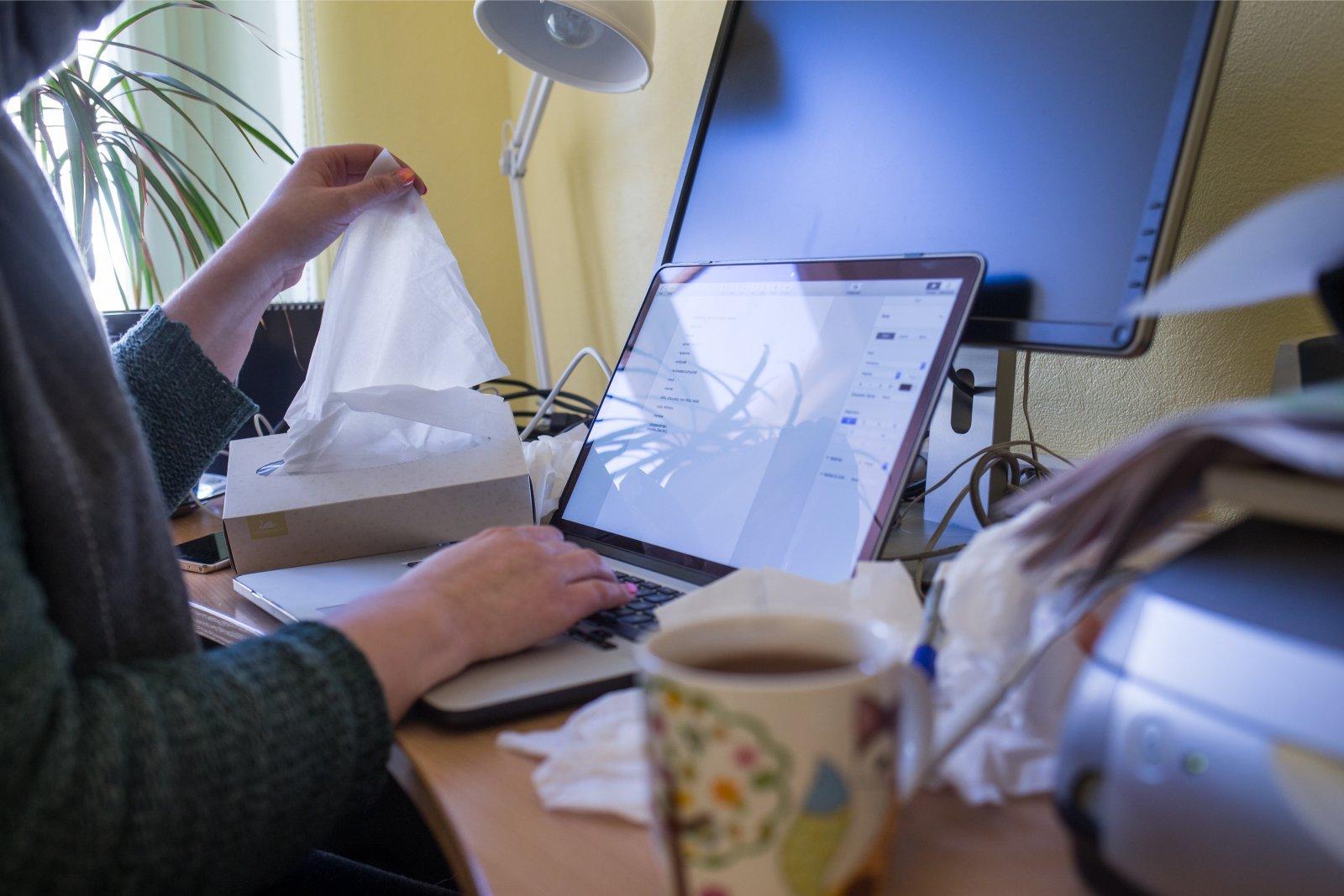 Uuring:  koroonakriisi eel käis kolmandik eestlastest haigena tööl