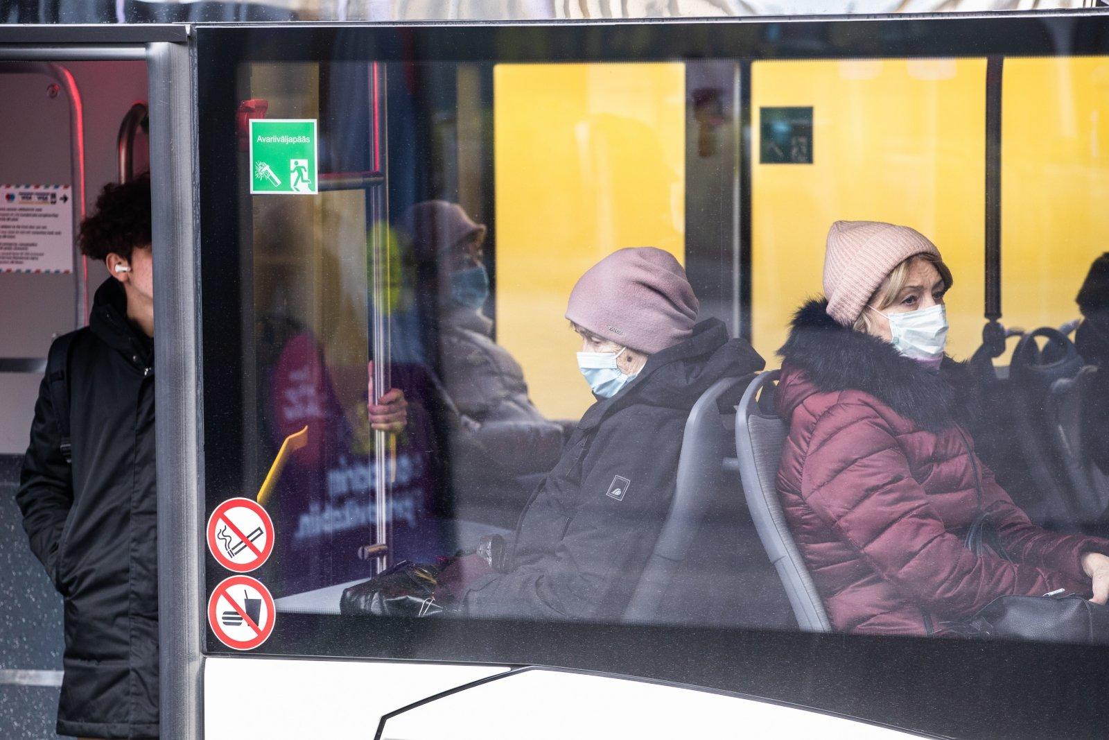 Politsei:  ligi 90 protsenti idavirulastest kannab avalikes ruumides maski