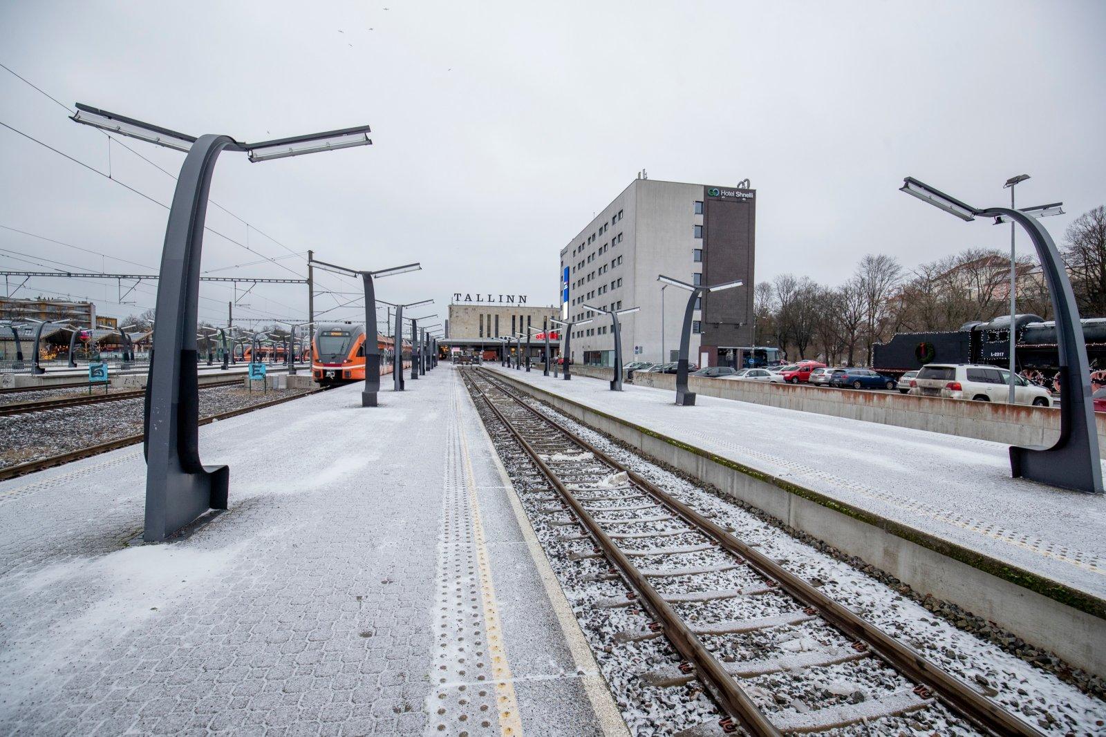 FOTOD   Balti jaama perroonidel, mida tavaliselt täidavad sel ajal tuhanded Vene turistid, vaatab vastu tühjus