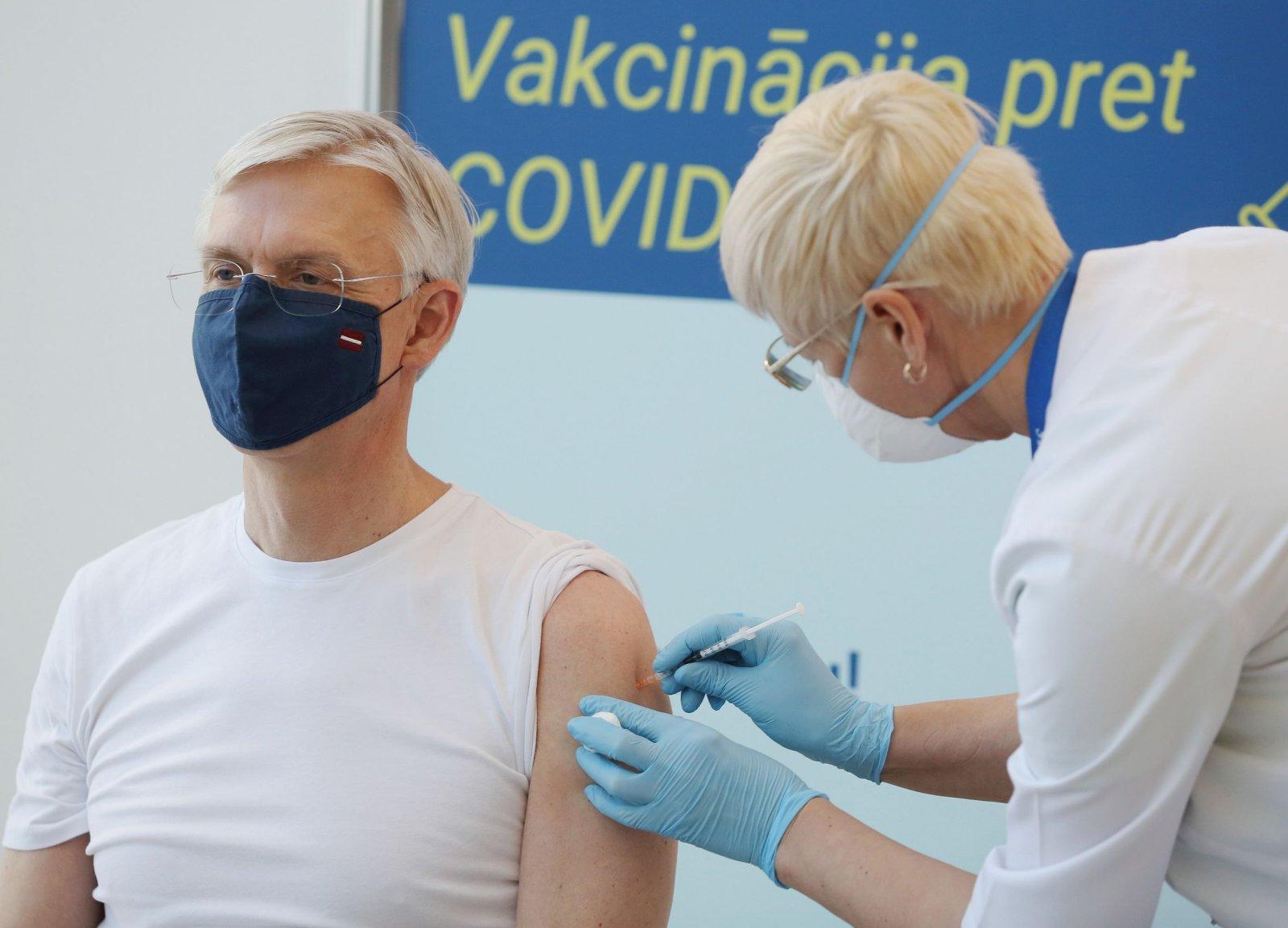 Lätis tegeleb vaktsineerimise korraldamisega eraldi büroo, mida juhib laulu- ja tantsupidude korraldusjuht:
