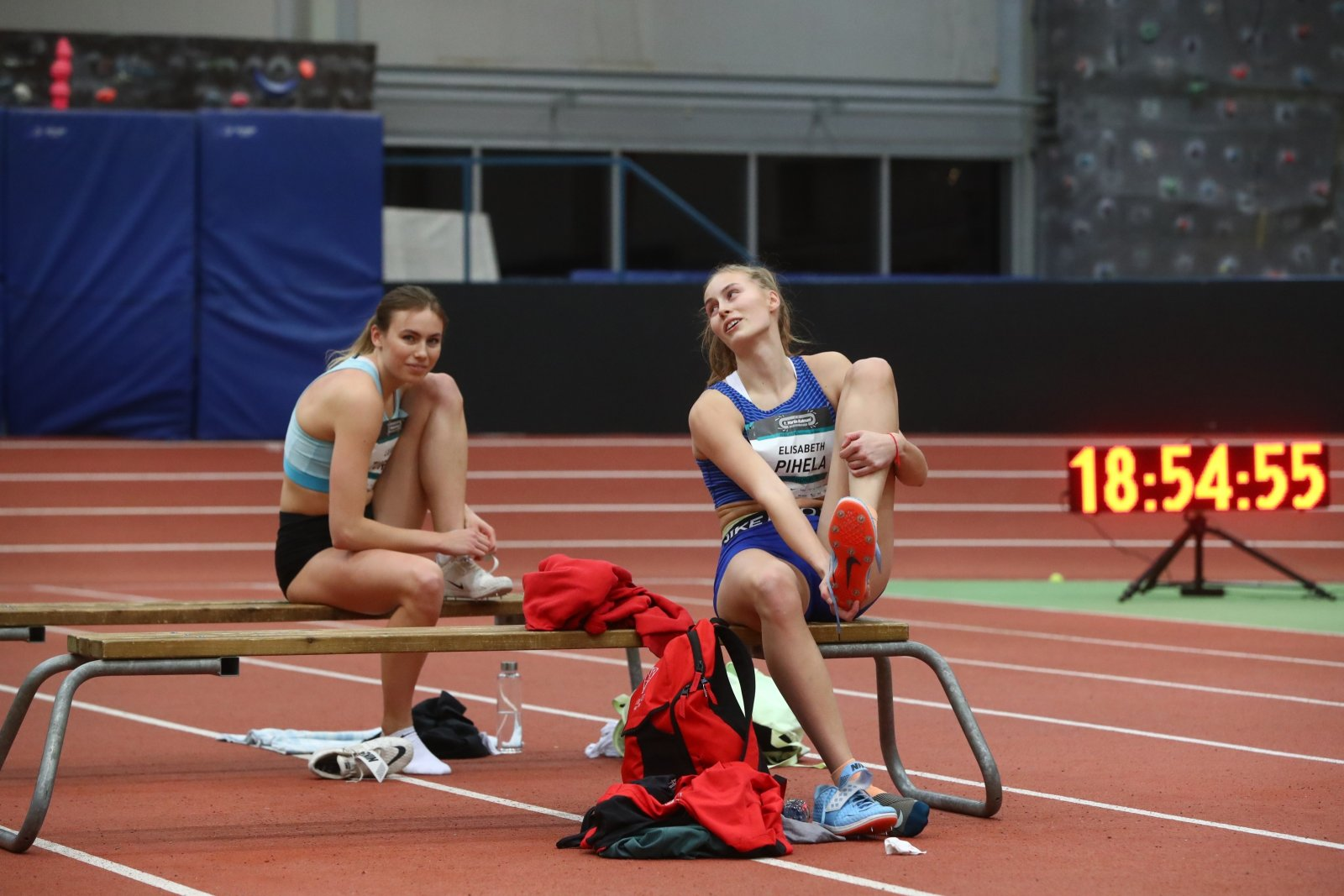 Päev, mil kaks noort neidu hüppasid üle Eesti rekordimehe pea: