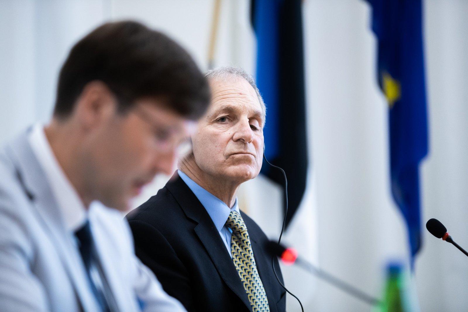 Täna teatas valitsus, et lõpetab lepingu rahapesu uurimises Eestit esindanud USA advokaadibürooga Freeh Sporkin & Sullivan, kelle endine rahandusminister Martin