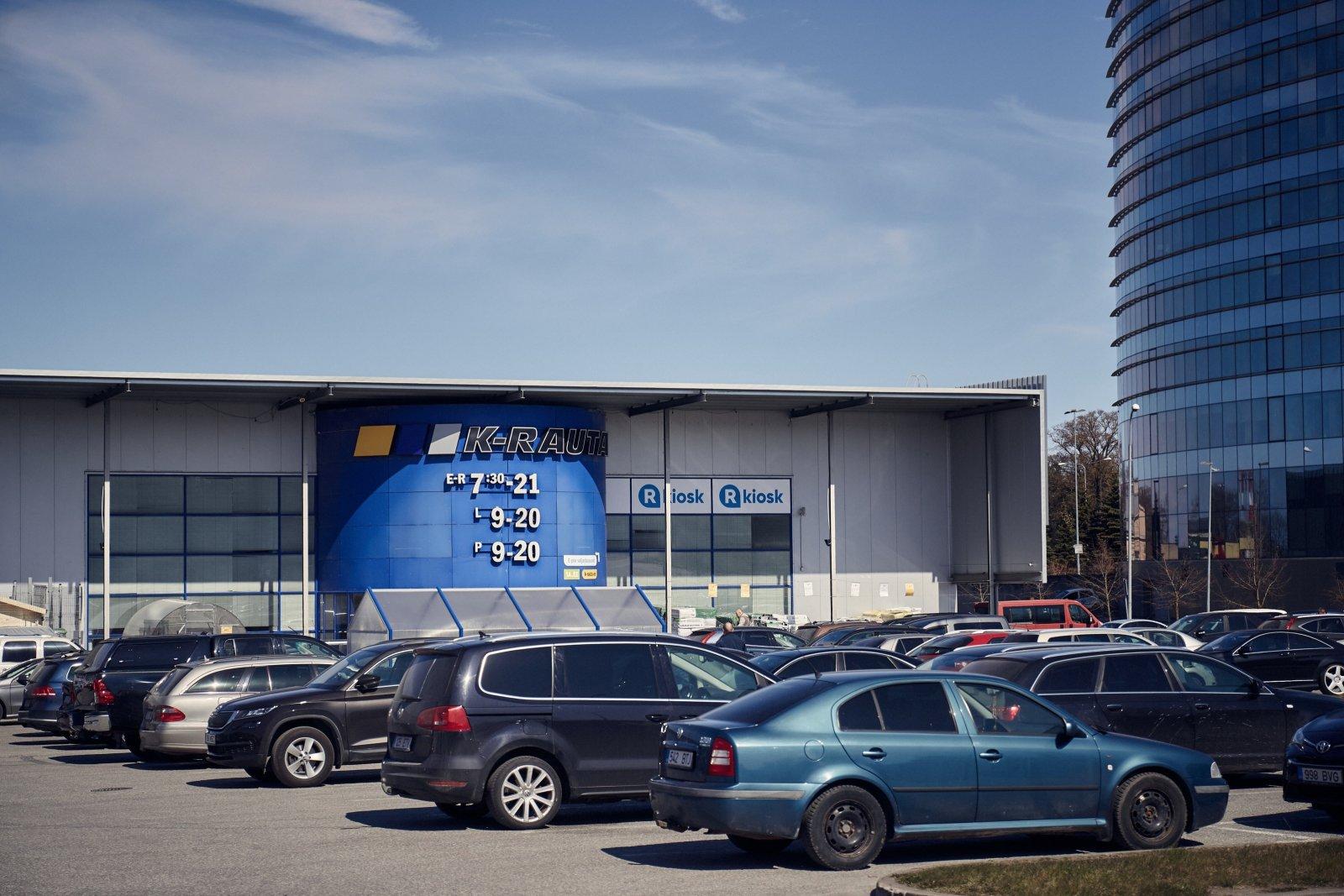 K-rauta pakub üle Eesti oma kauplustes klientidele võimalust teha tellimus koos kaupade komplekteerimisega spetsiaalses internetikeskkonnas ning minna oma ostud