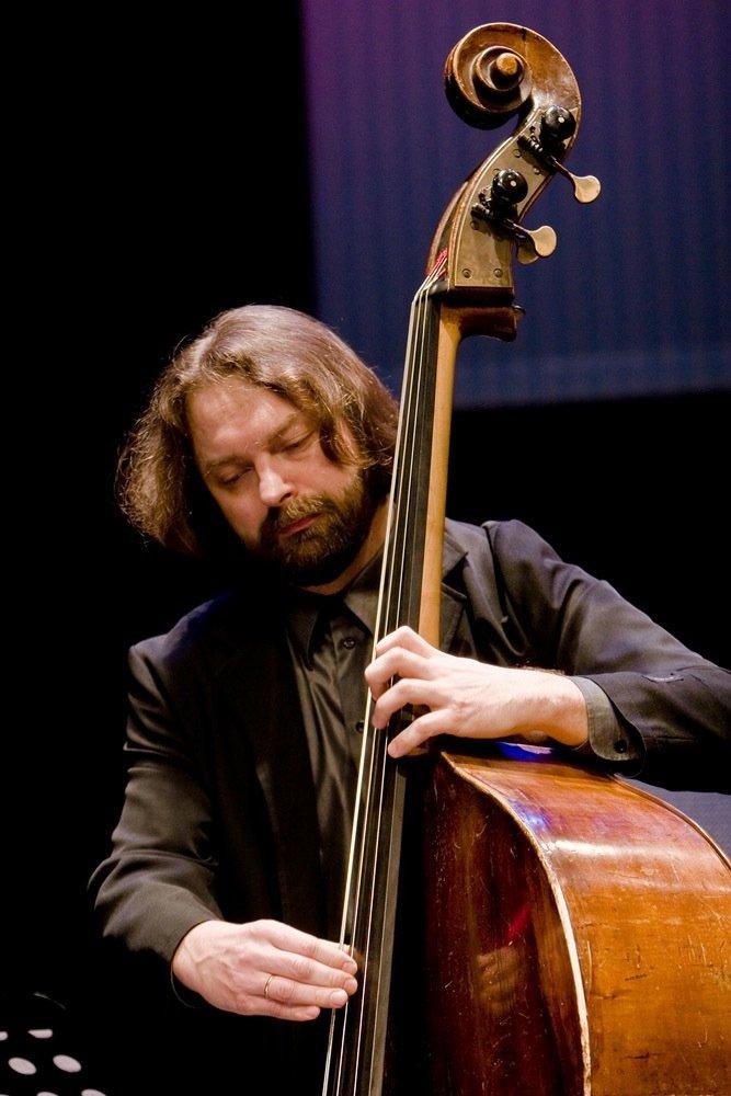 Kümme aastat tagasi hakati Eesti muusika- ja teatriakadeemias õpetama džässi ning asutati Eesti Jazziliit.Selle ümmarguse tähtpäeva puhul kaardistame olemasolev