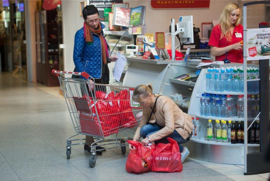"""Millised sanktsioonid?! """"Näljased venelased"""" šoppavad Narvas täie eest"""